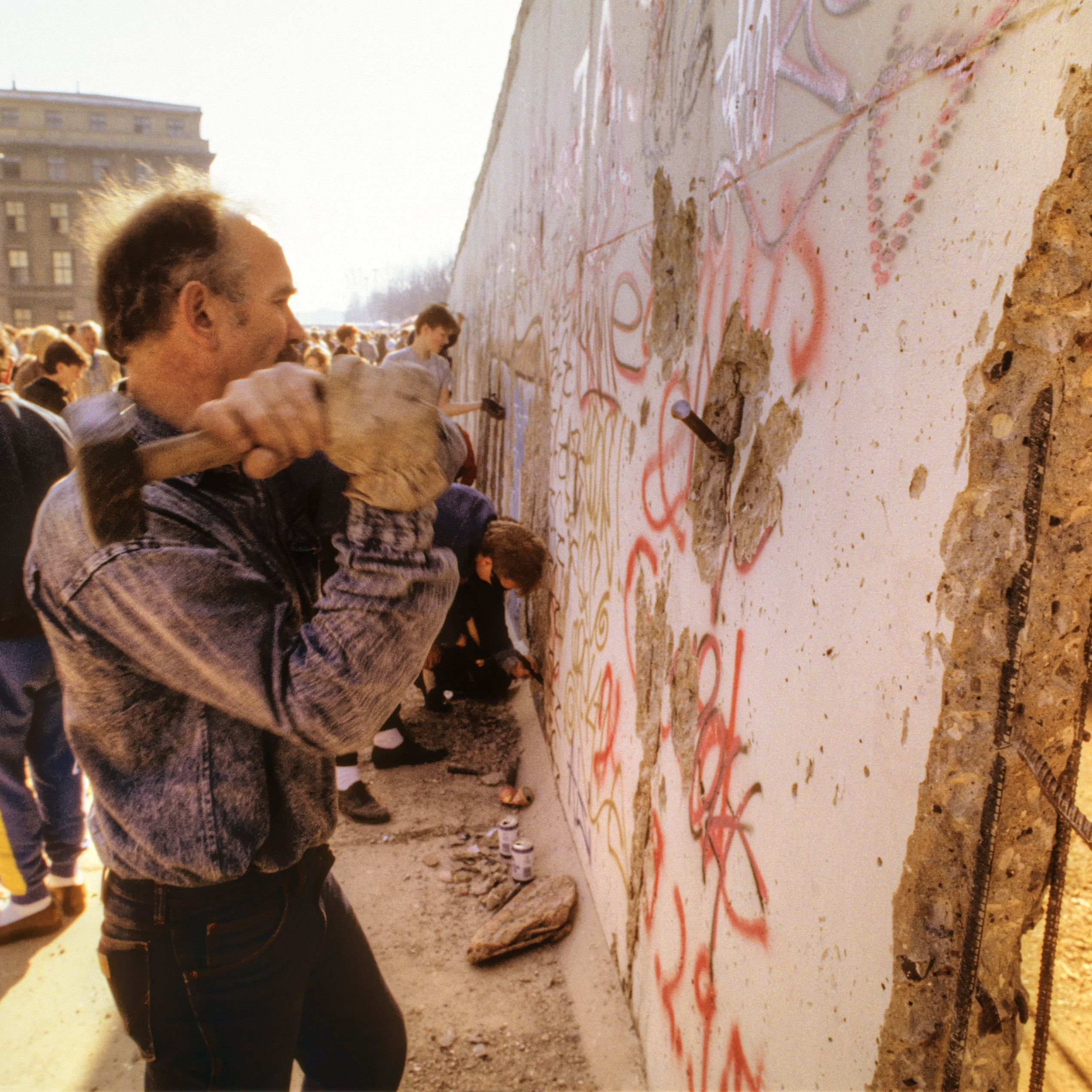 All About the Rise and Fall of the Berlin Wall