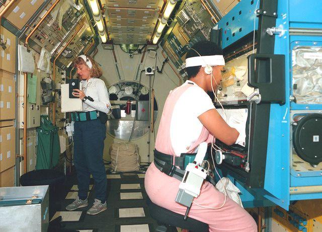 Pictures of Mae Jemison - Spacelab-J Crew Training: Jan Davis and Mae Jemison