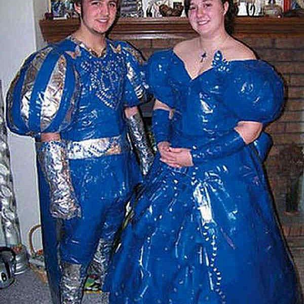 f6e673fb8a3 20 Of The Funniest Prom Couples Ever Captured On Camera. embarrassing-prom -photos-medeival.jpg