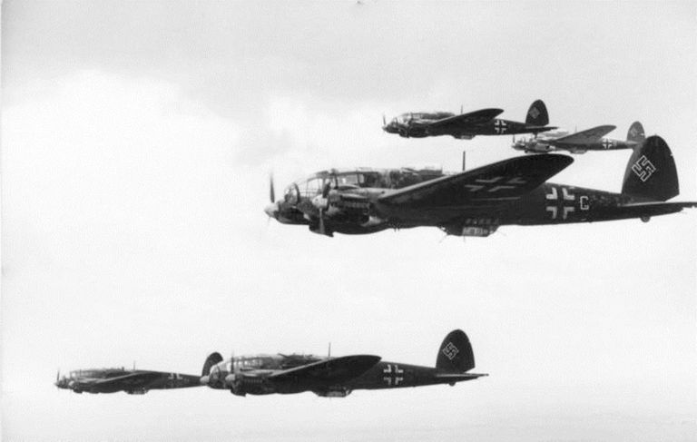 Formation of Heinkel He 111s