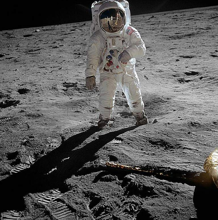 800px-Aldrin_Apollo_11_original.jpg