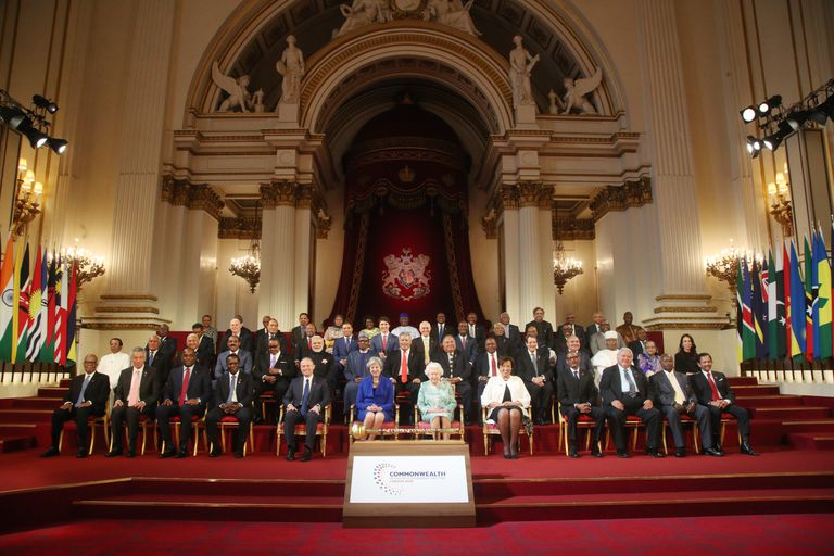 Commonwealth leaders pose together in London 2018