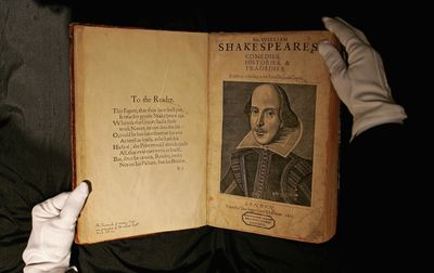 a story of treachery and deceit king lear by william shakespeare An in-depth analysis of william shakespeare's king lear scrutinizes how shakespeare used what we know to be as a fool to show wisdom and how even kings can be quite foolish.