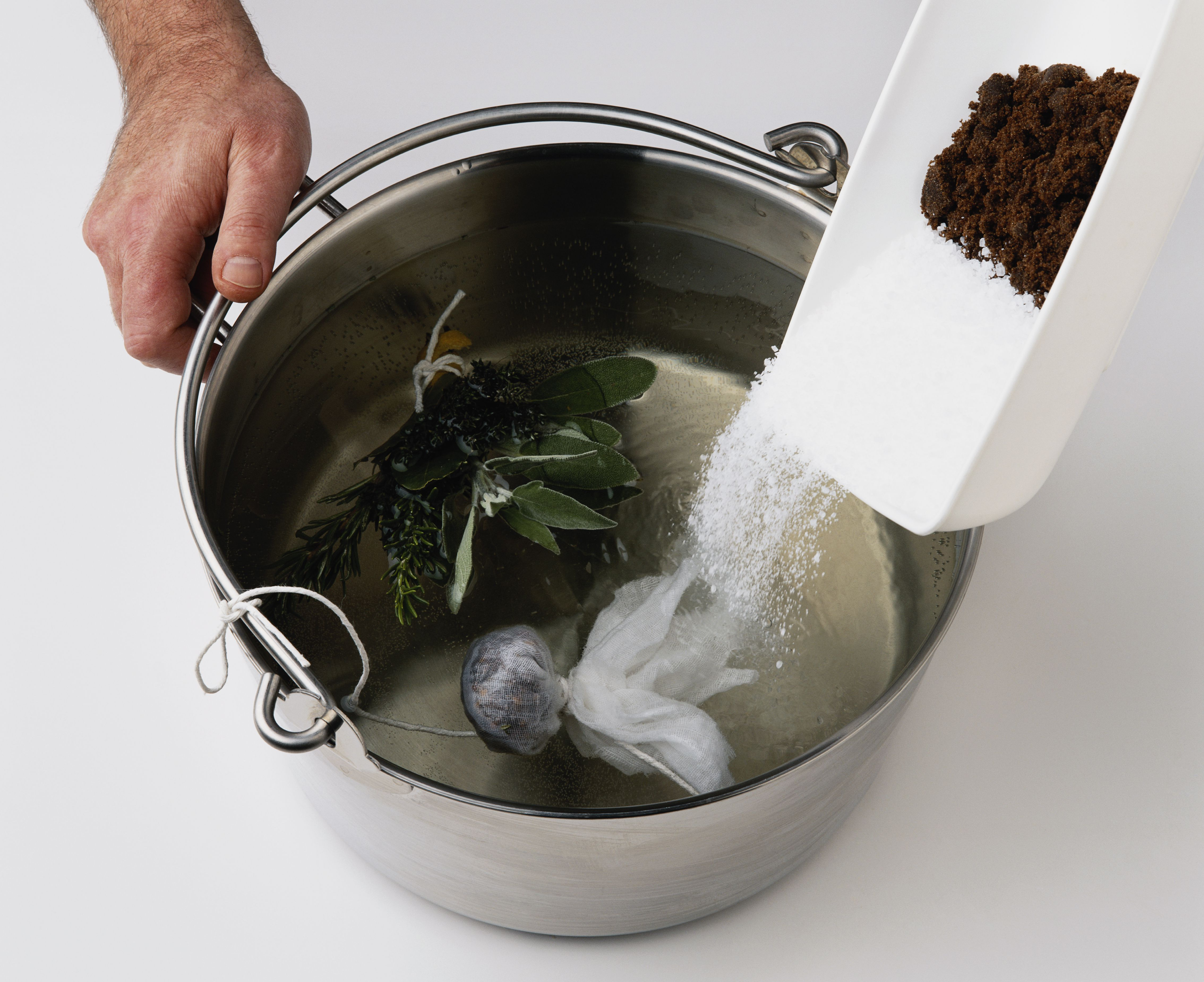 does adding salt lower the boiling point of water