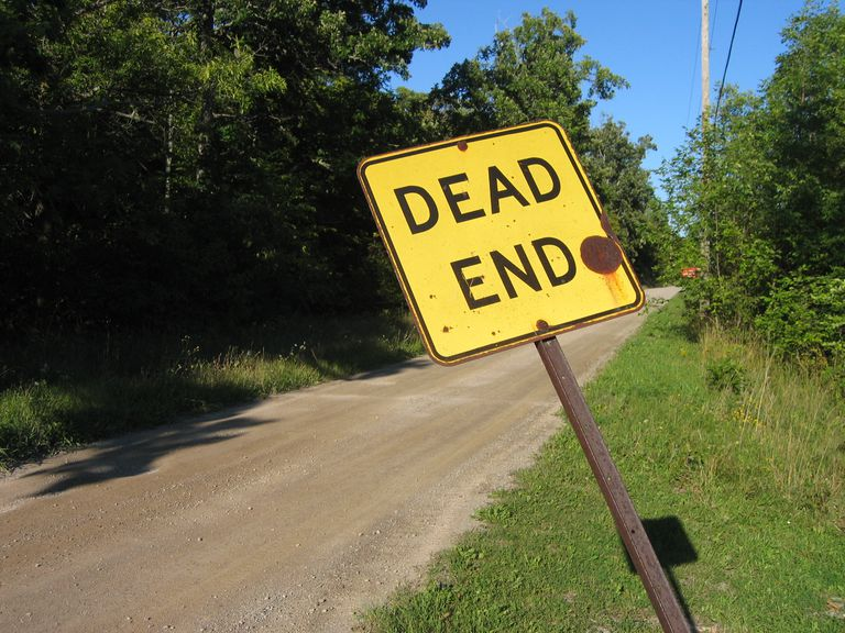 dead end sign medium distance