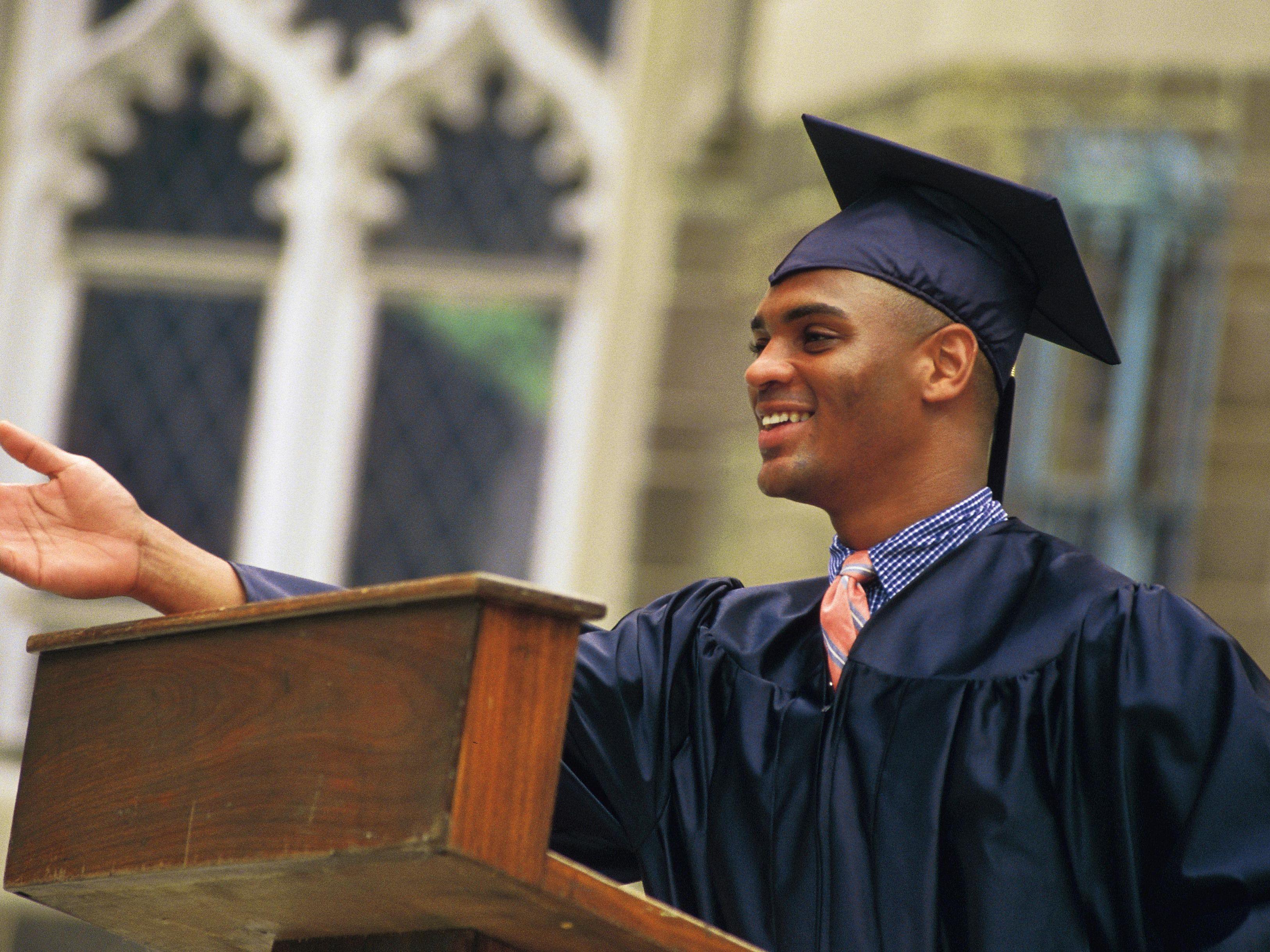 How to Write a Graduation Speech as Valedictorian