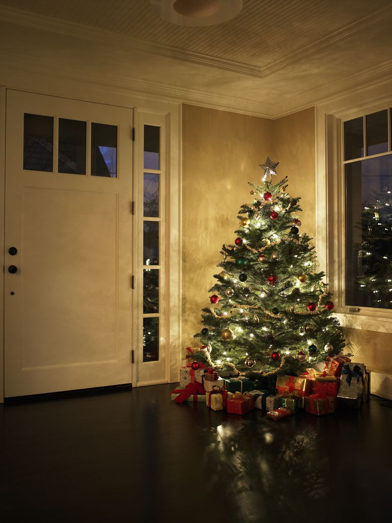 illuminated christmas tree in entrance hall - When To Take Christmas Tree Down