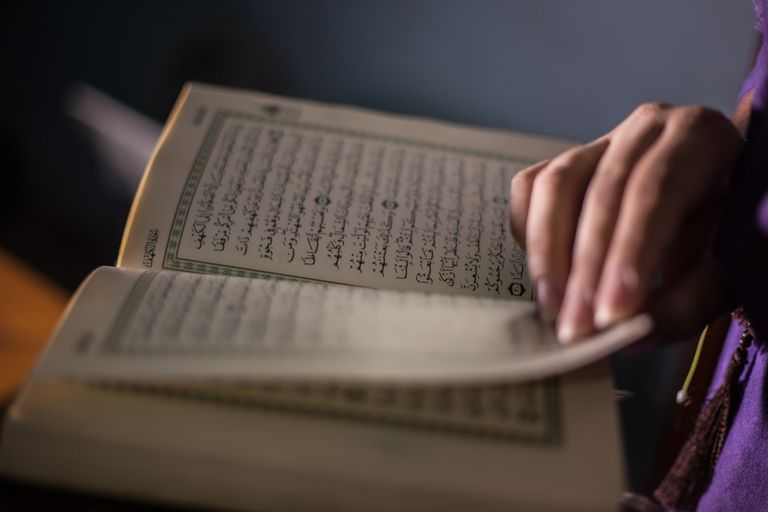 woman reading the Quran