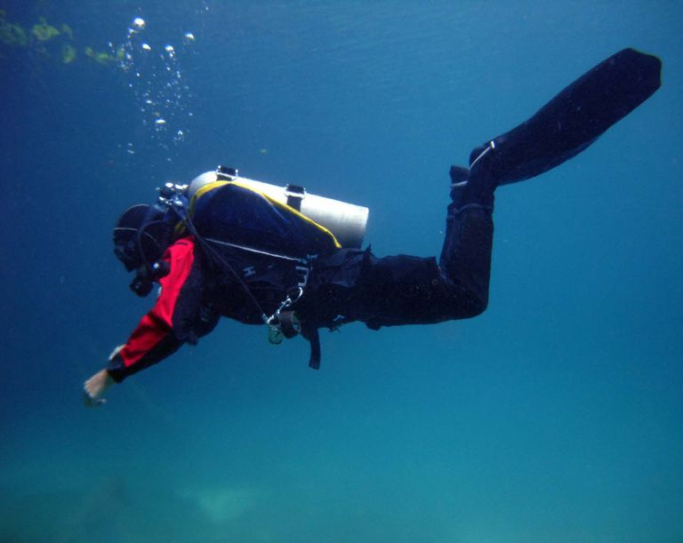 A diver demonstrates horizontal trim.