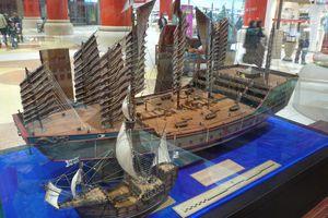 Zheng He's ship compared to Columbus's
