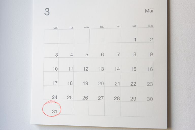 Number thirty one circled on a calendar