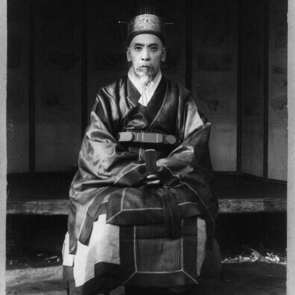 This man wears a very elaborate hanbok, with multiple layers of silk.