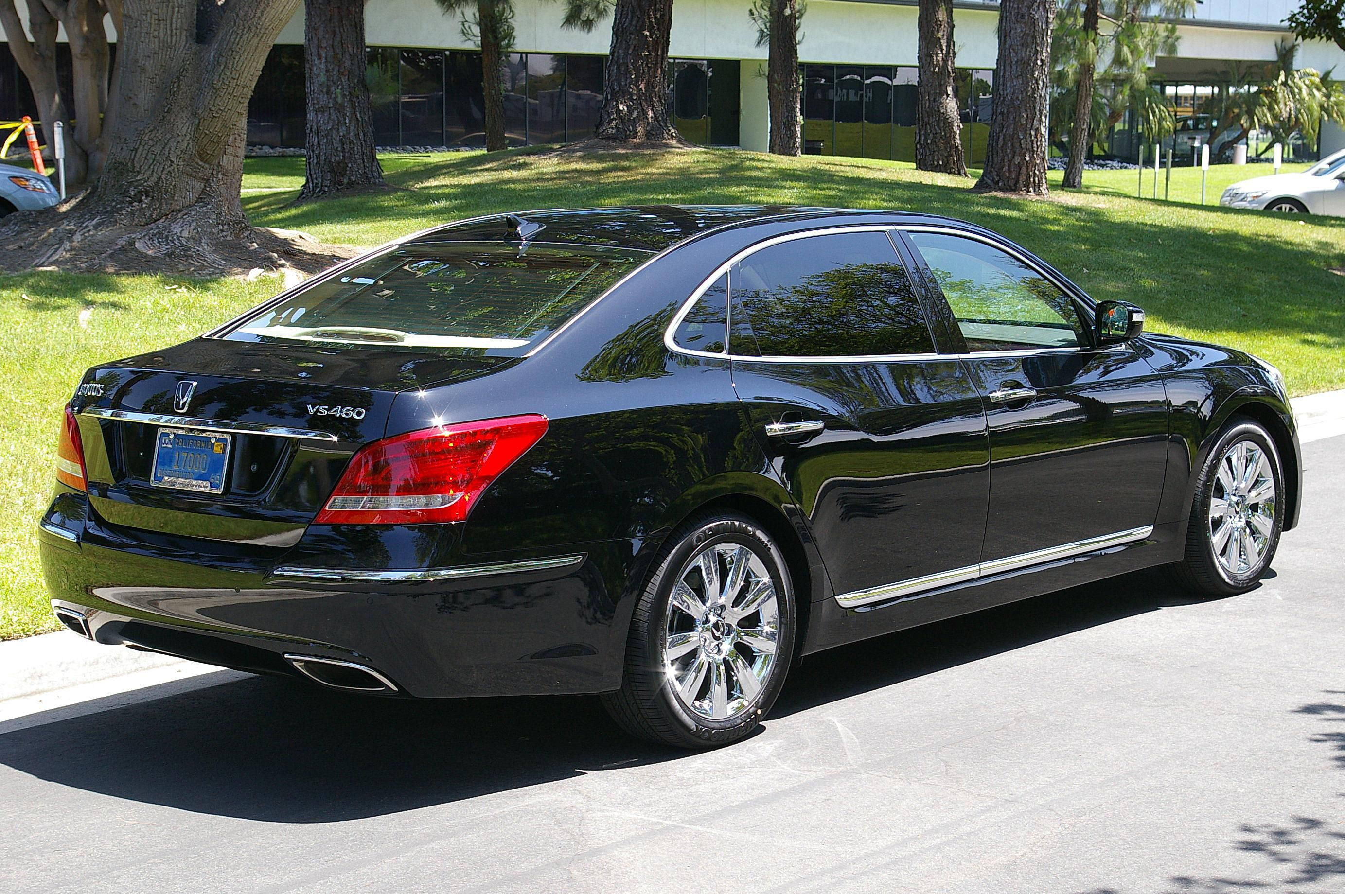 2009 Hyundai Equus From The Rear