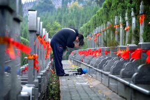 Man bowing at tomb on Tomb-Sweeping Day