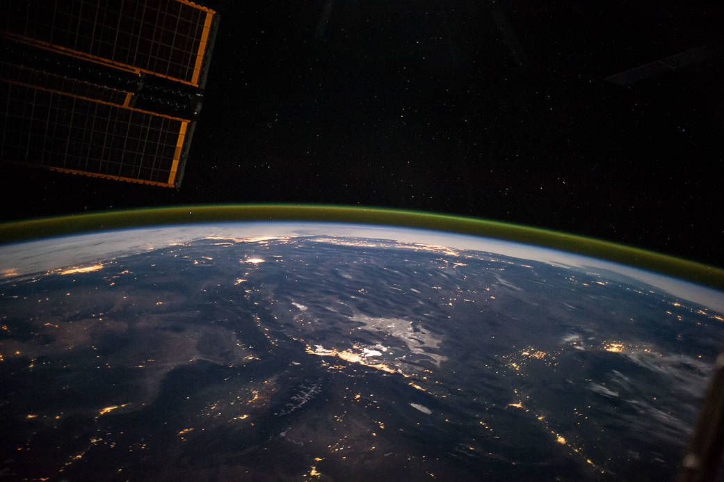 ISSから見た地球の大気
