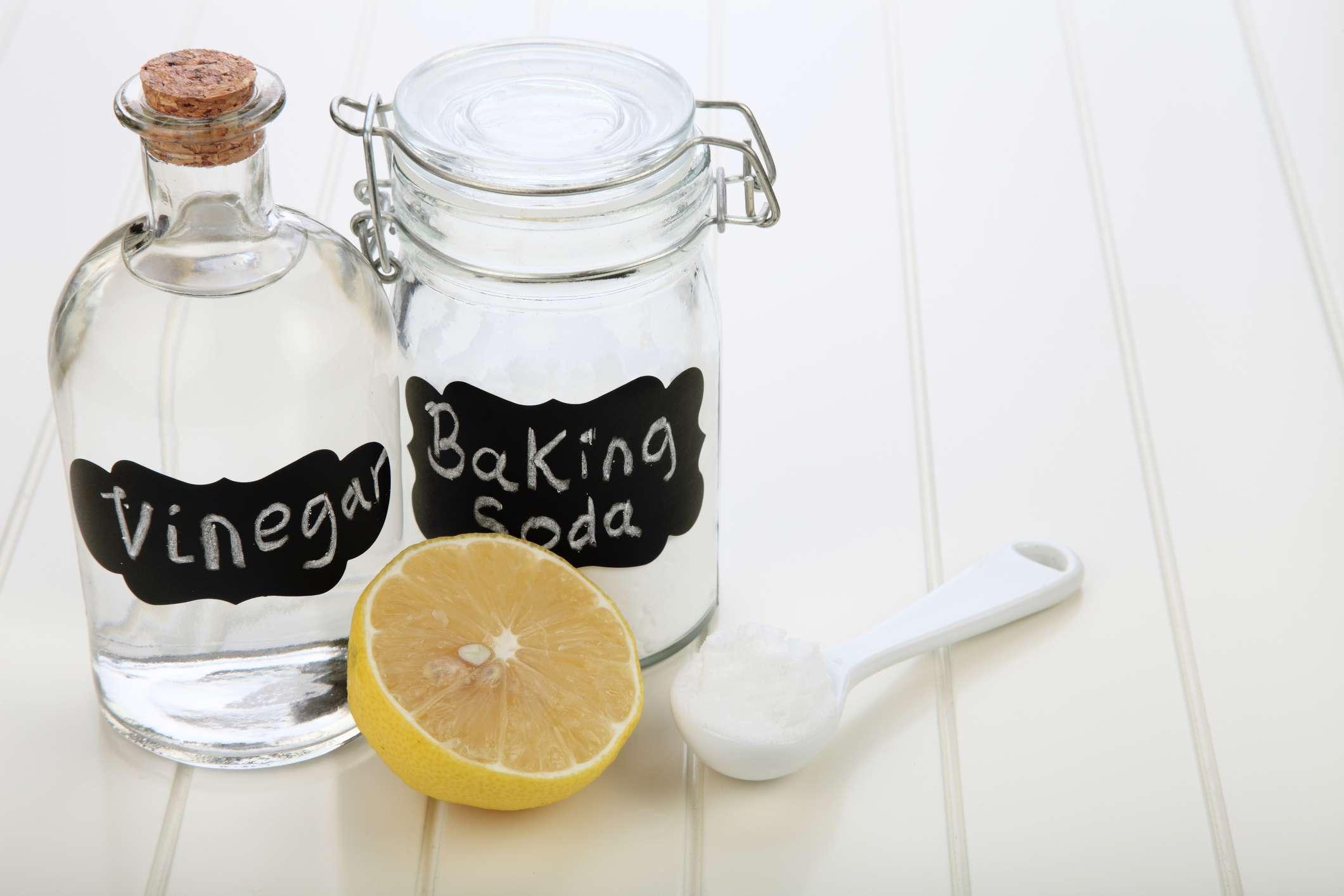 Vinegar, baking soda and lemon on a table