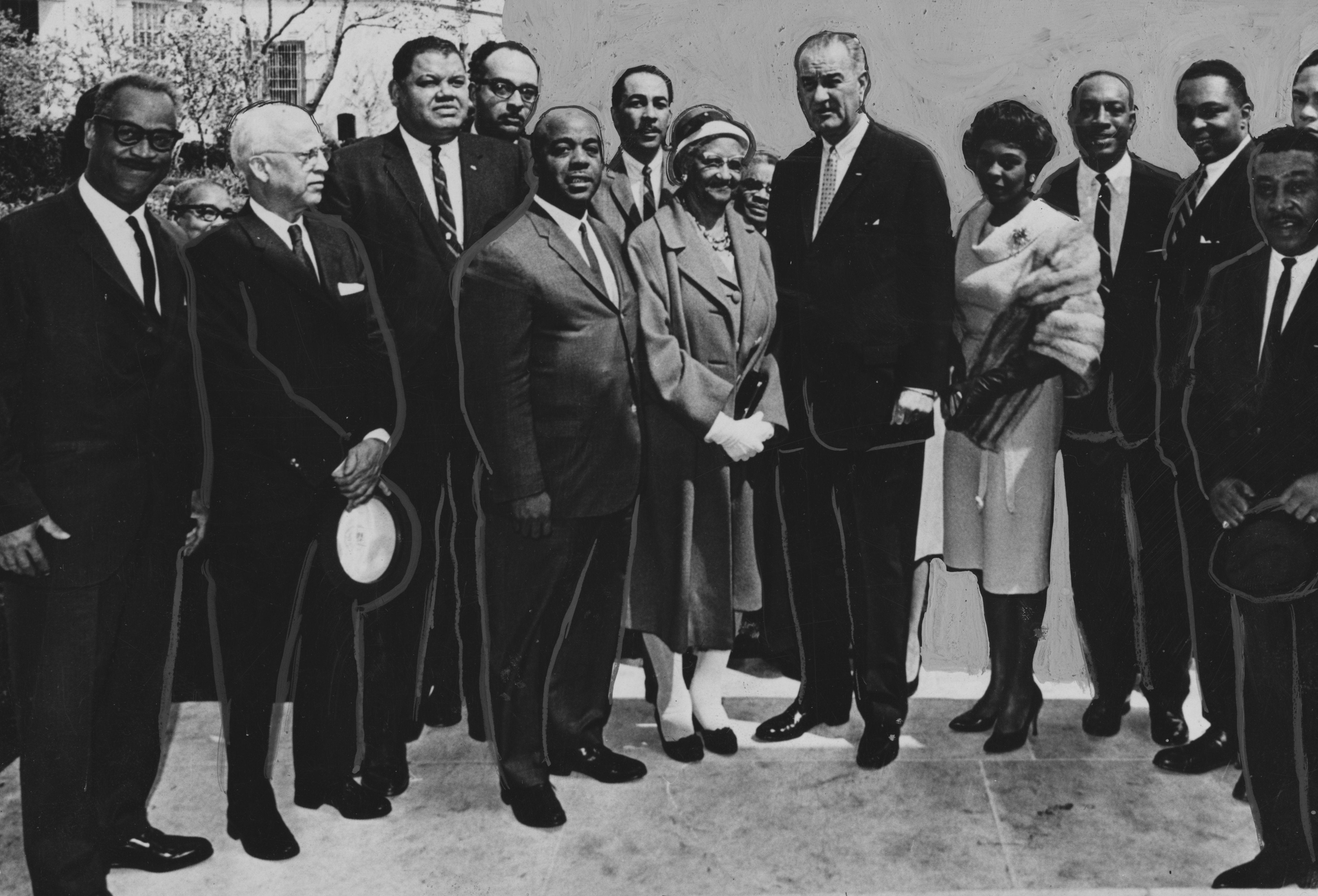 Prezydent Stanów Zjednoczonych Lyndon Johnson omawia aspekty swojego ustawodawstwa dotyczącego wojny z ubóstwem