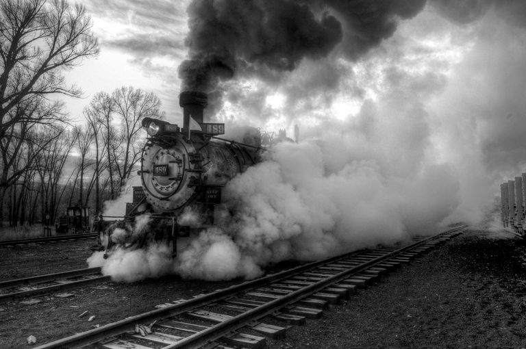 Engine 489 steaming out of the yard