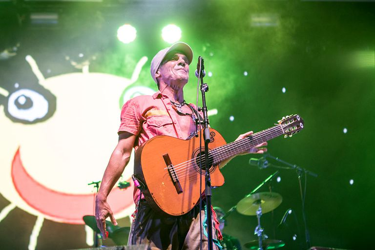 Manu Chao performing
