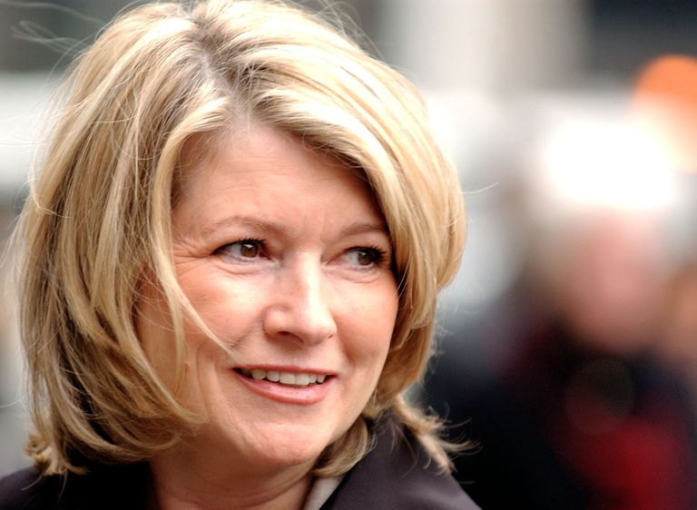 Martha Stewart glances towards onlookers as she arrives at federal court March 2, 2004 in New York City