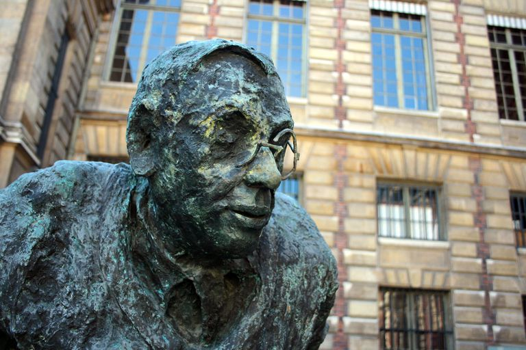 The face of Sartre captured in the form of a statue