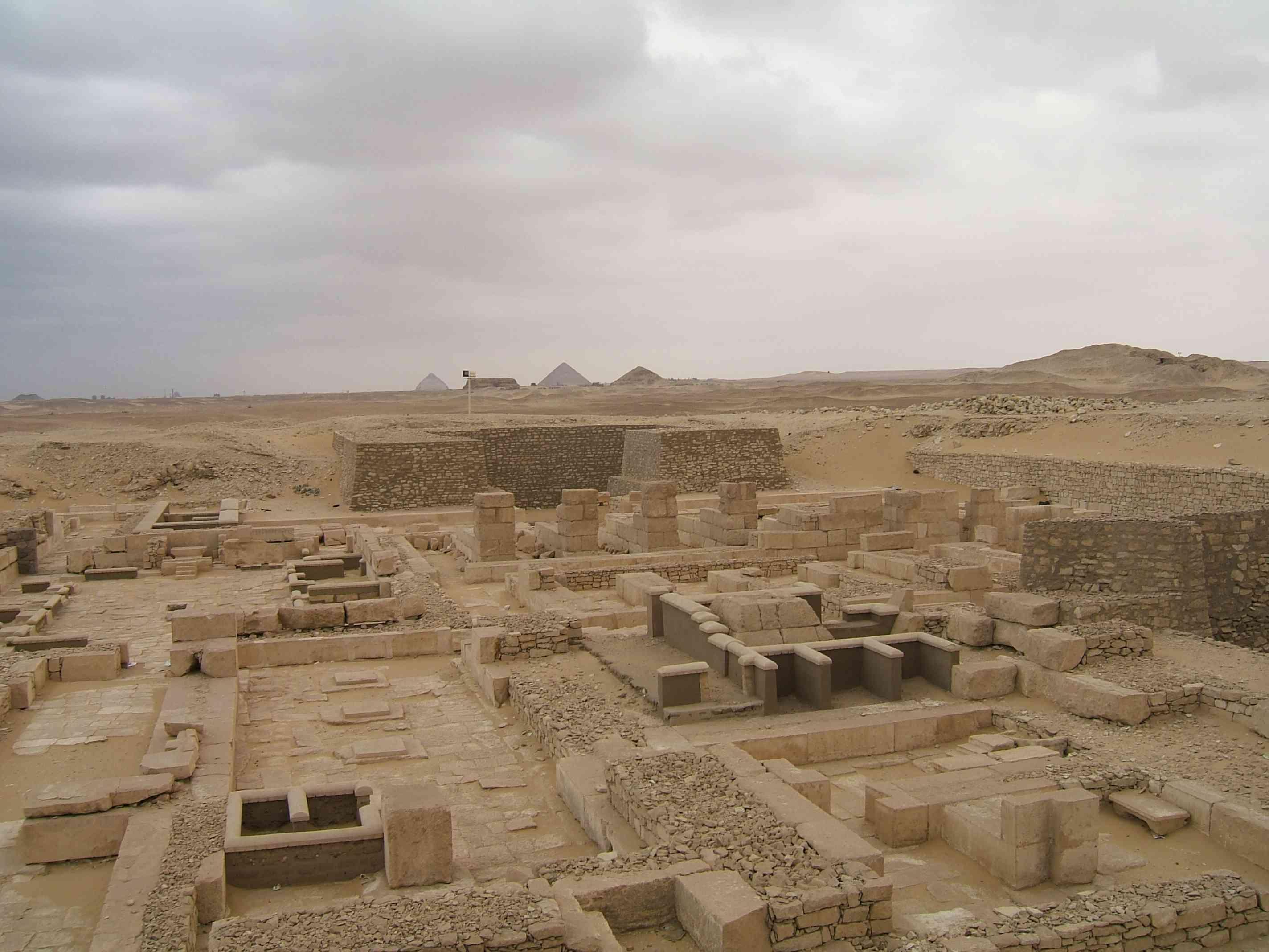 Πυραμίδες Ankhesenpepi II και ναοί νεκροτομείων