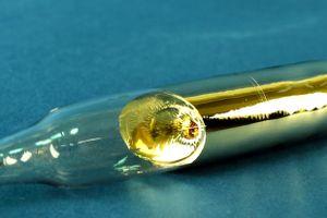 metal capsule for storing cesium