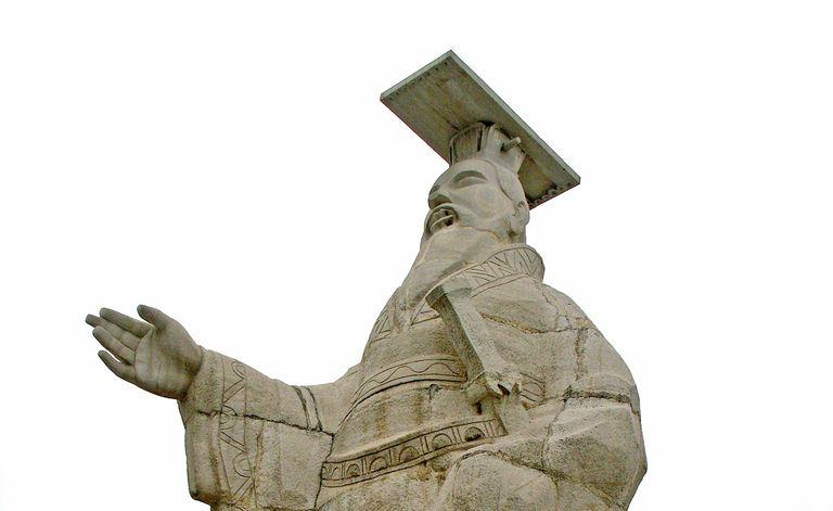 Modern statue of Qin Shi Huang