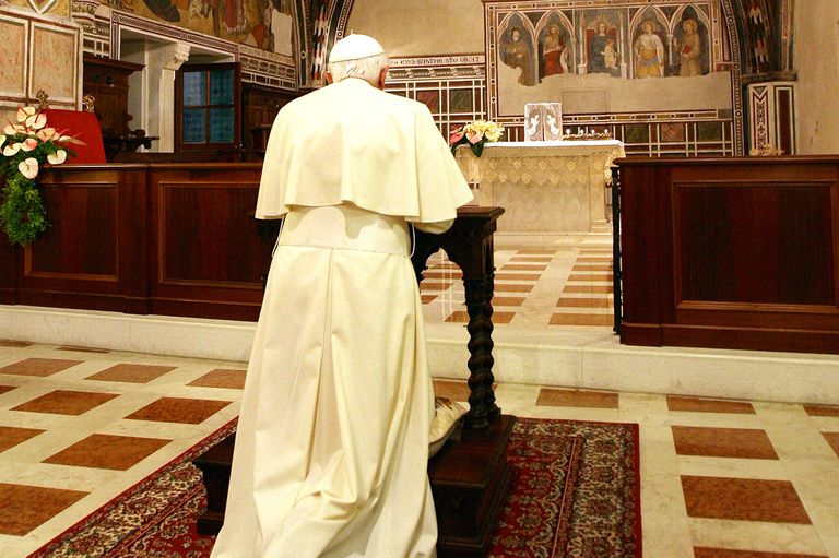 Pope Benedict XVI prays at Assisi on June 17, 2007. (Photo by Maurizio Brambatti-Pool/Getty Images)
