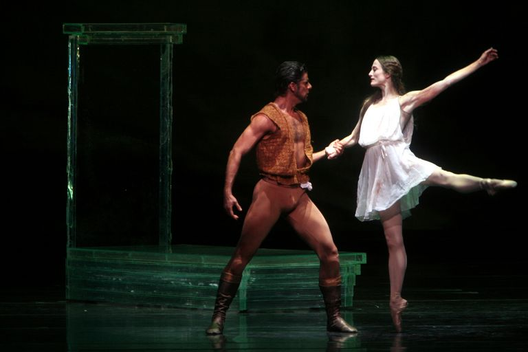 Marcelo Gomes as Othello and Julie Kent as Desdemona