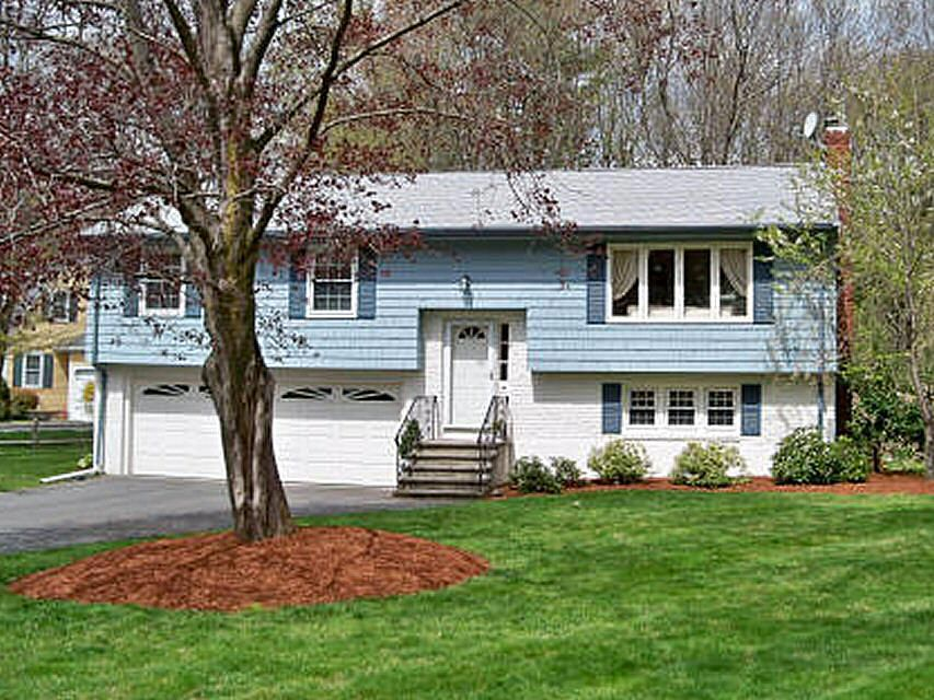 Raised Ranch: A homeowner seeks paint color advice