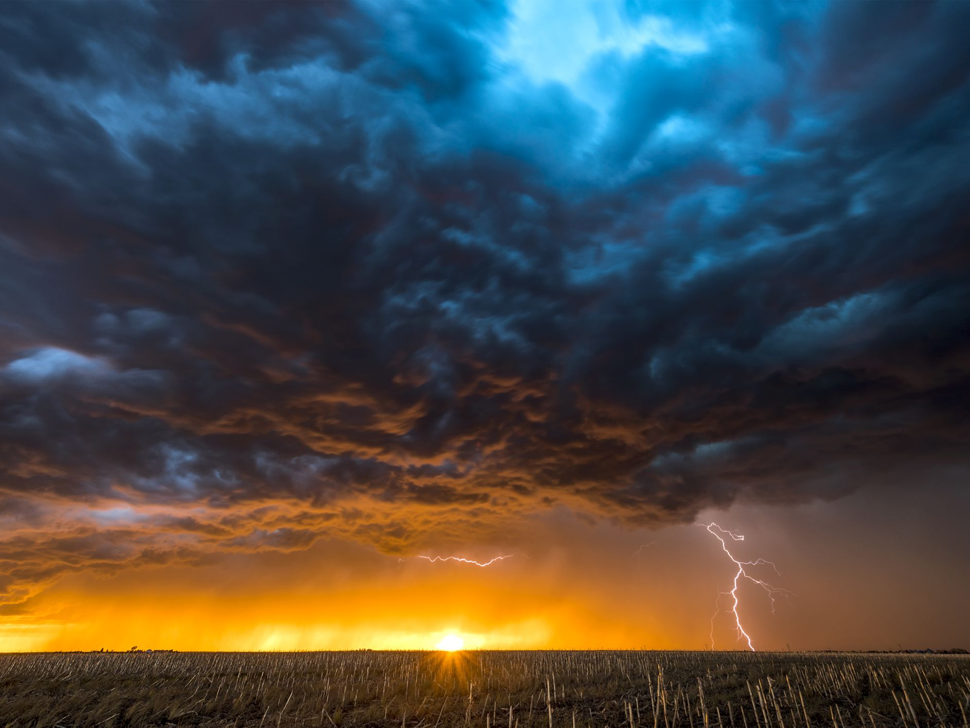 Storm Clouds That Spell Severe Weather