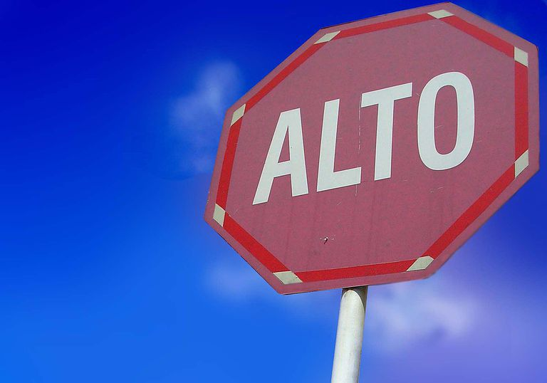 alto stop sign Spanish