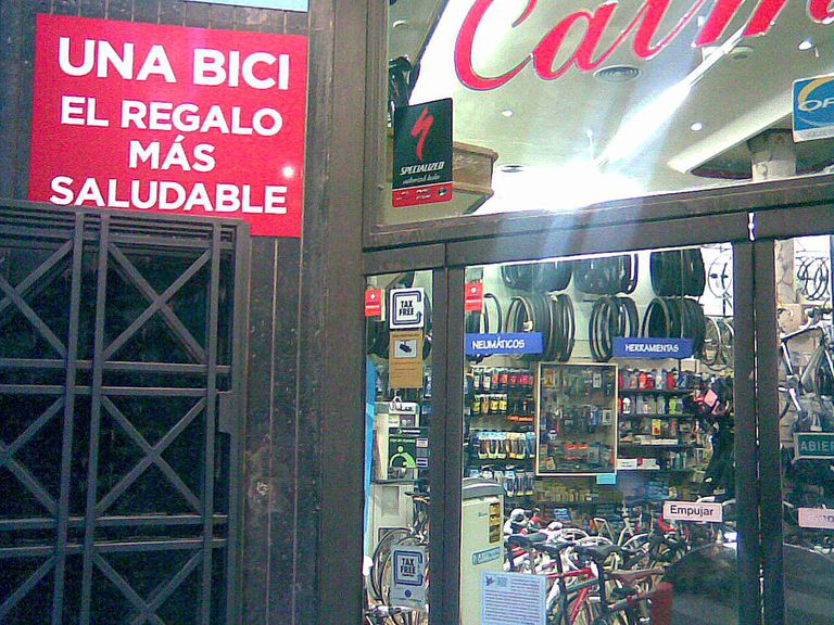 Sign on a shop in Madrid: el regalo más saludable