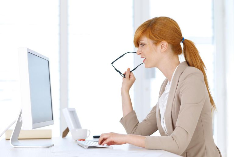 Businesswoman working on the computer