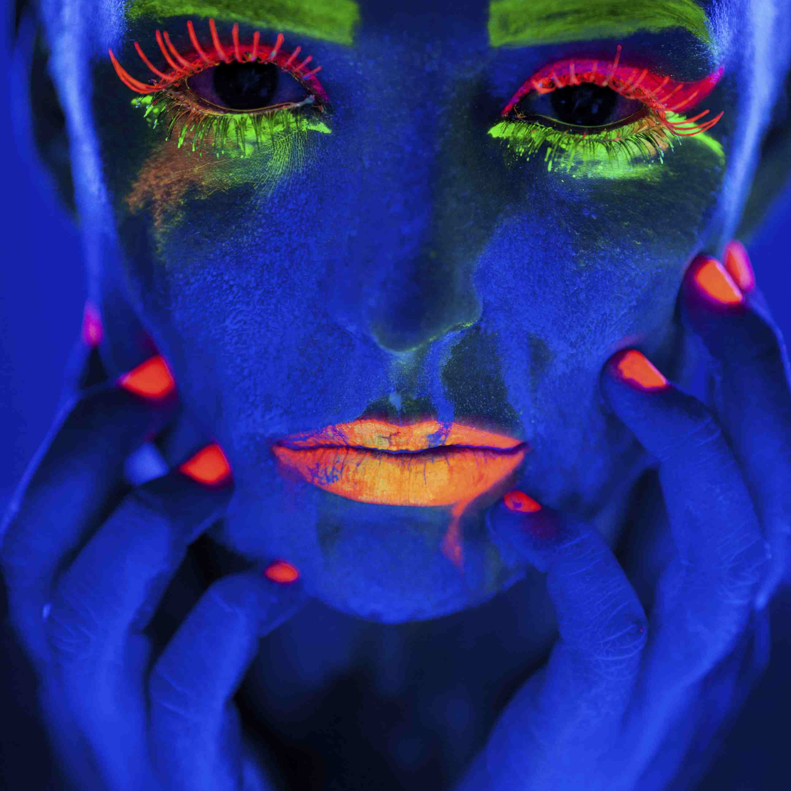 16 Things That Glow Under Black Light