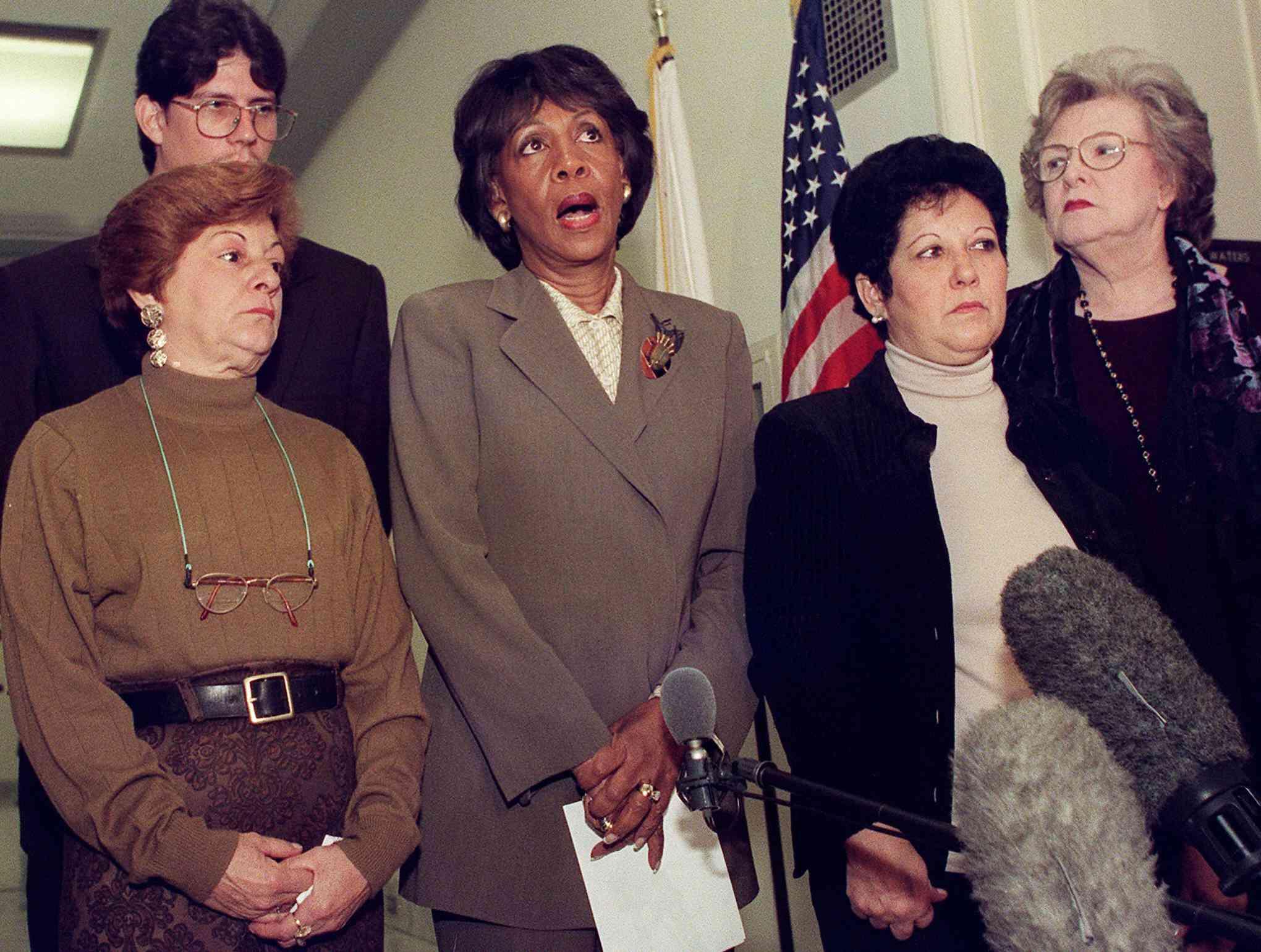 Elián González's grandmothers meet with Congresswoman Maxine Waters, 2000