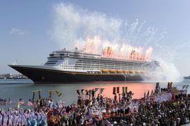 Fuegos artificiales a bordo de crucero