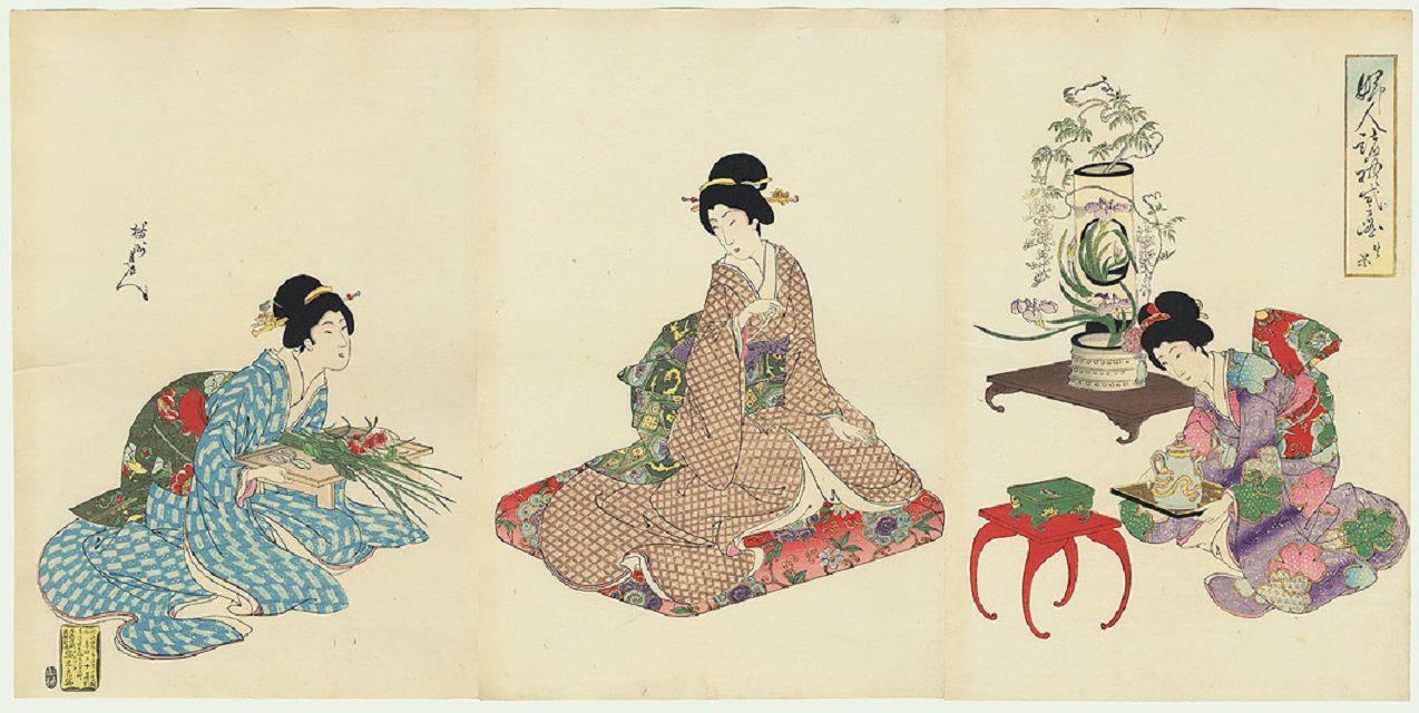 Japanese women wearing vertical mage hairstyles.