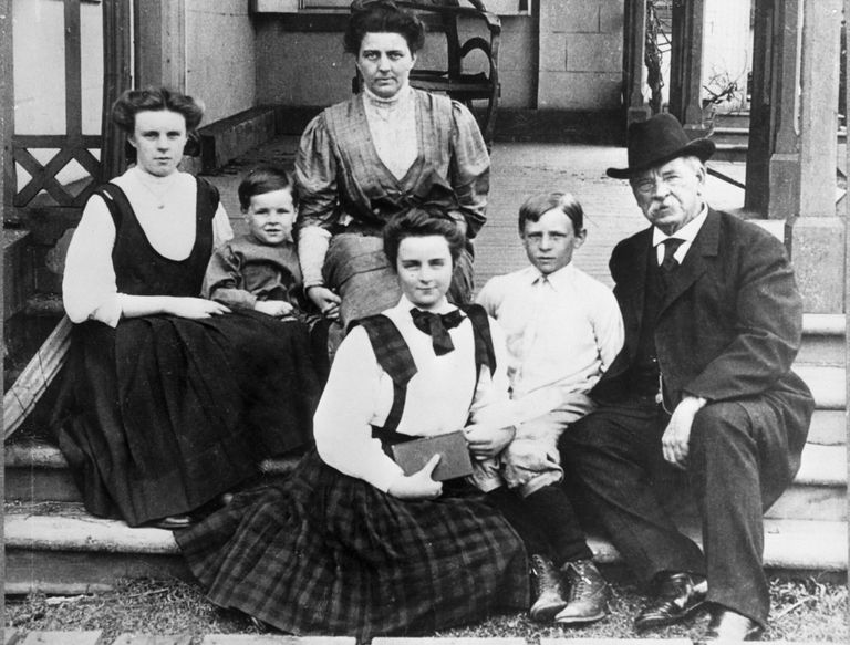 The Cleveland family, left to right: Esther, Francis, mother Frances Folsom, Marion, Richard, and former President Grover Cleveland.
