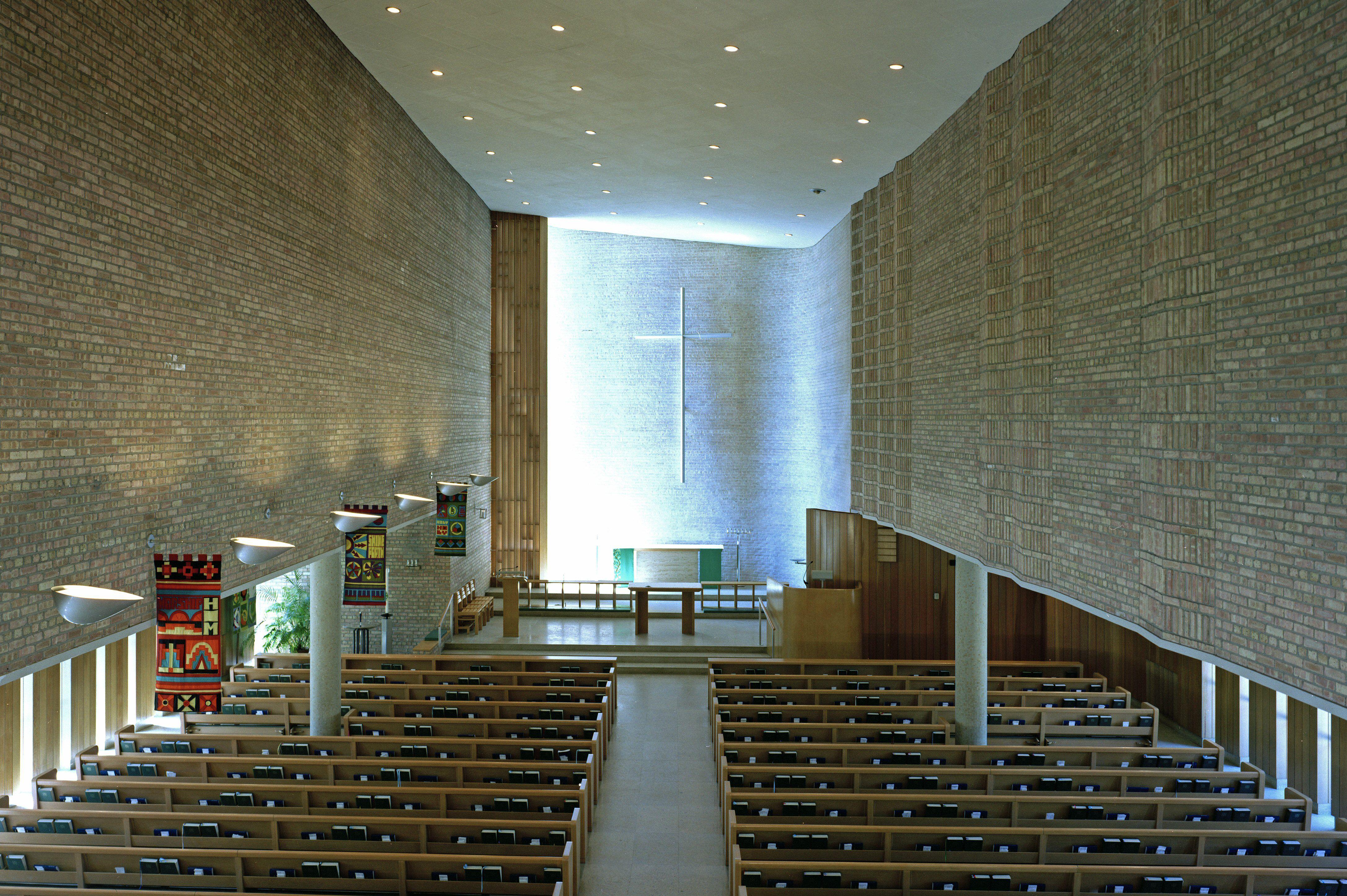 intérieur de l'église conçue par Eliel Saarinen et Eero Saarinen