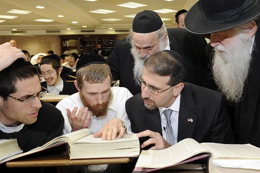 U.S. Ambassador Shapiro at the haredi Mir Yeshiva in Jerusalem
