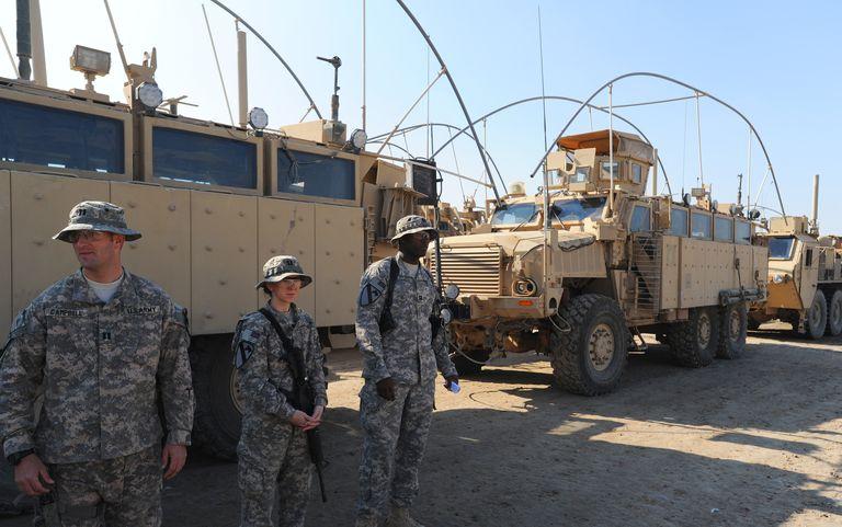 Soldados de los Estados Unidos. Los familiares indocumentados de militares ciudadanos podrían obtener la green card por Parole in Place