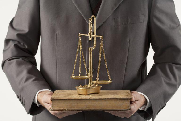 Abogados y representantes acreditados pueden brindar asesoría migratoria