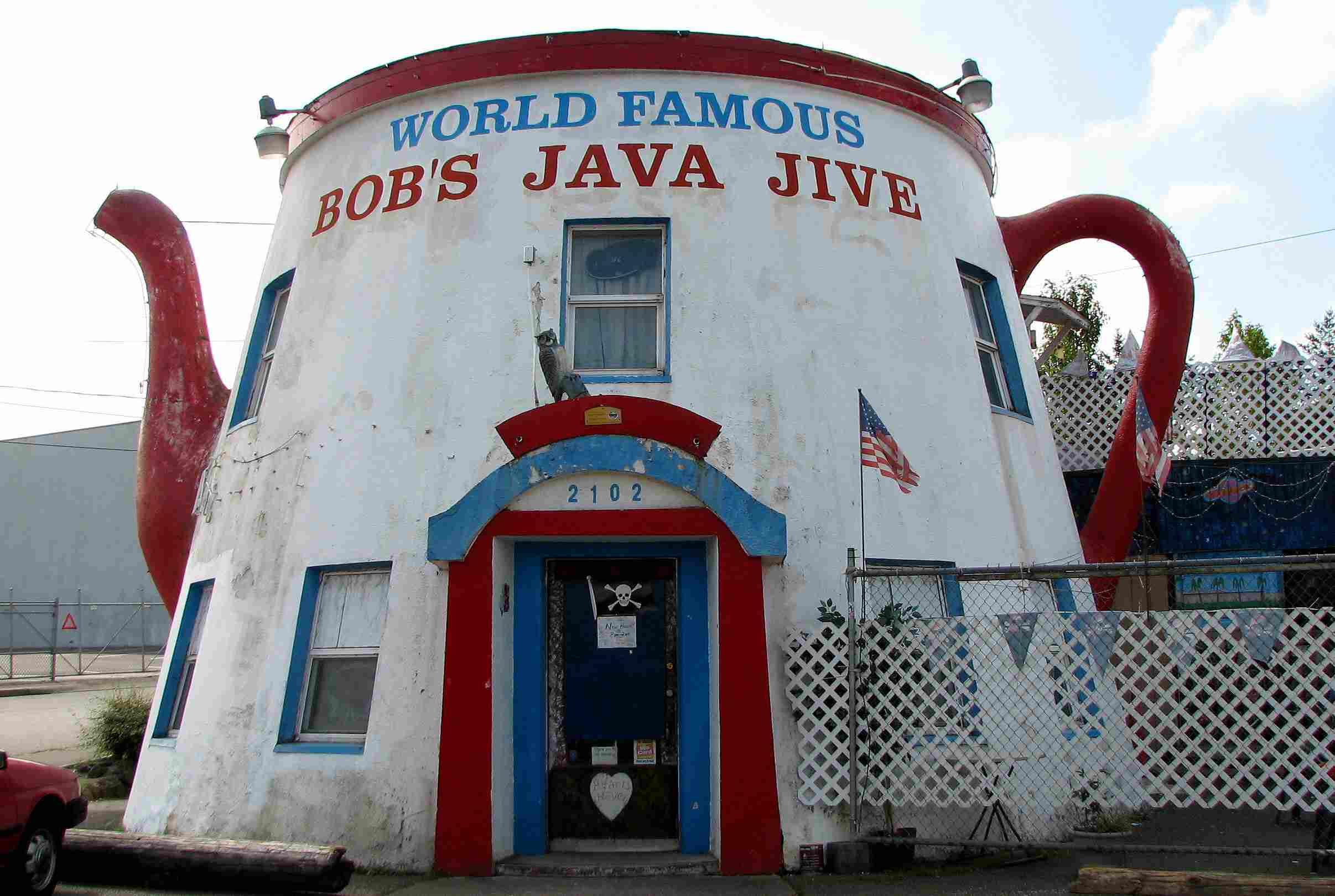 World Famous Bob's Java Jive Building shaped like a Coffee Pot