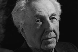 Portrait in black and white of Frank Lloyd Wright in 1942