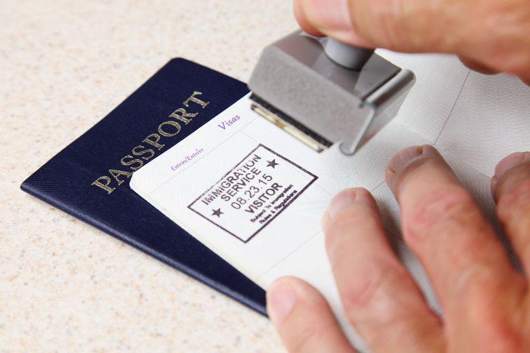 Pasaporte americano y sello migratorio
