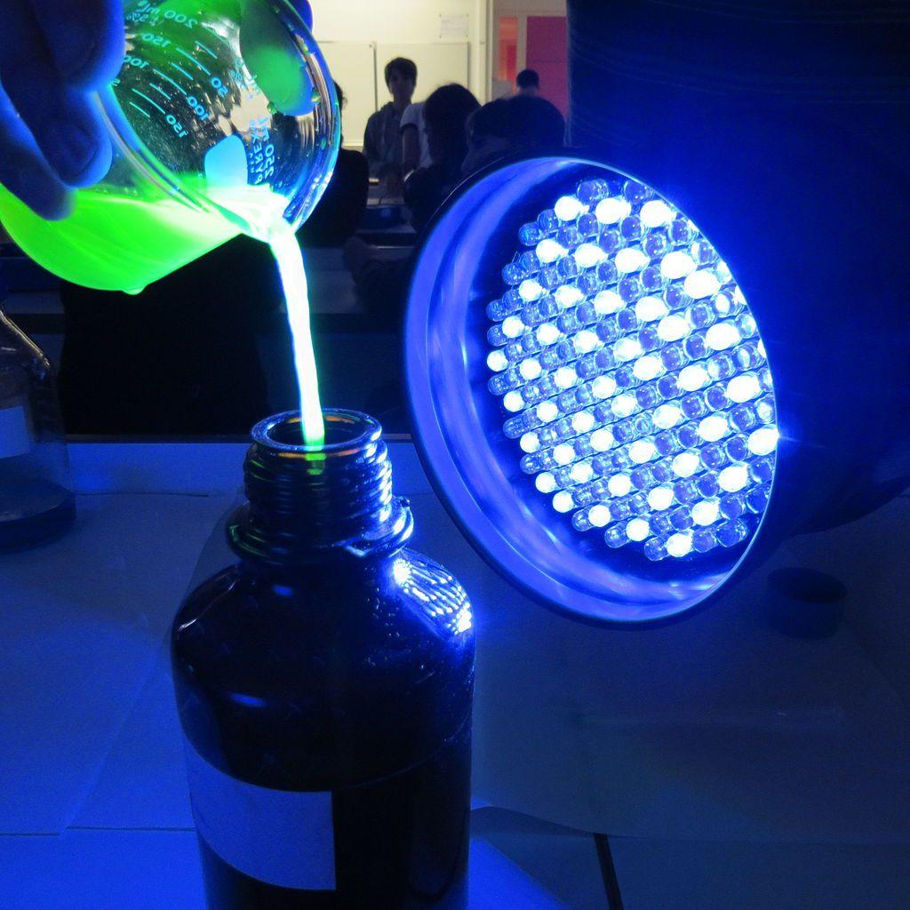 fluoresceine under blue light