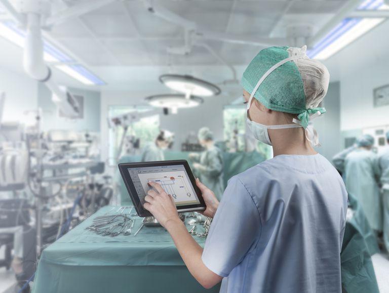 Quirófano y profesional medicina.