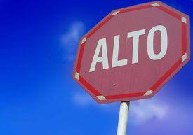 alto stop sign Spanish